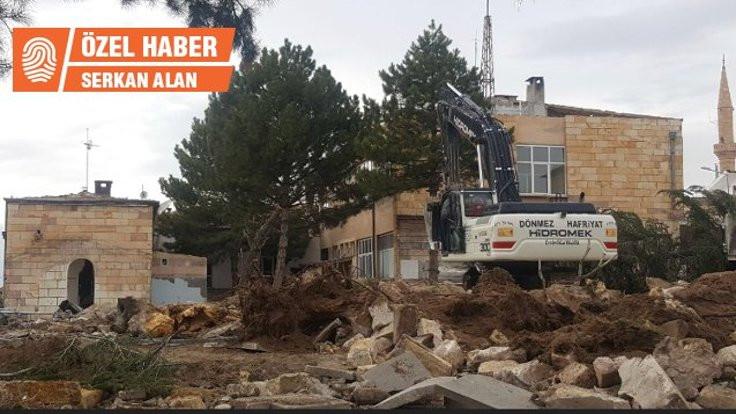 Nevşehir'de meydan için ağaçlar söküldü