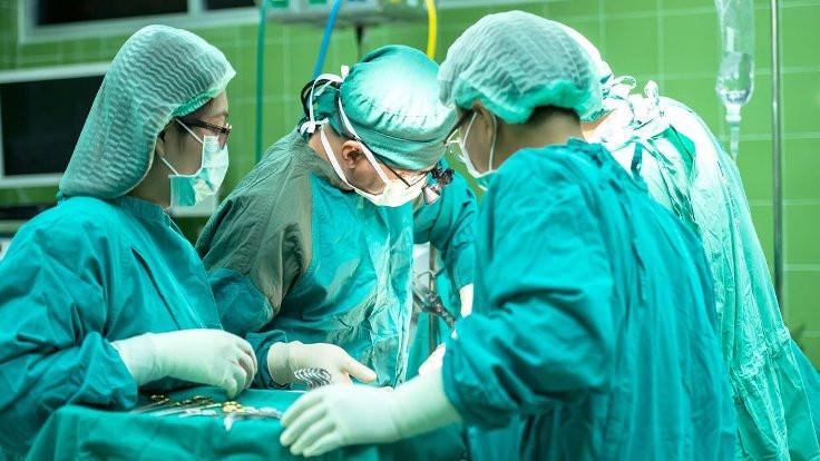 Penisindeki iğne ameliyatla alındı