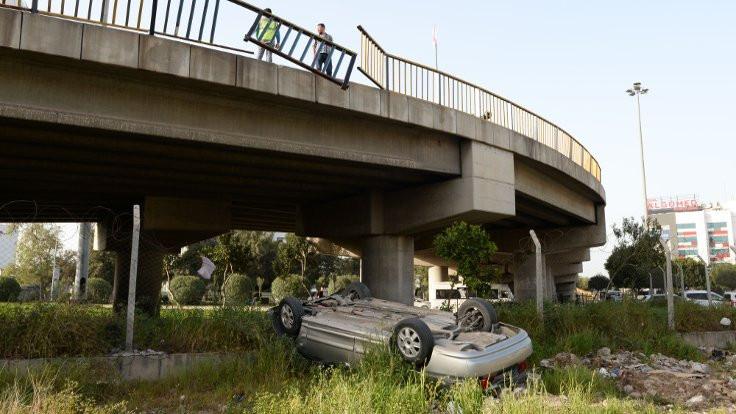 Otomobil köprüden düştü