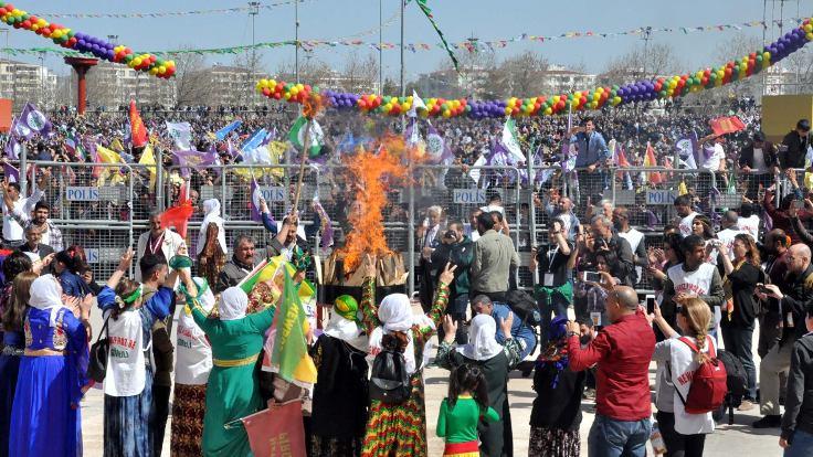 Newroz ateşini yaktılar...