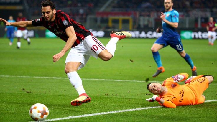 Çalhanoğlu yere düşmedi, Milan kaybetti