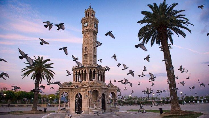 İzmir'de şiir tartışılıyor