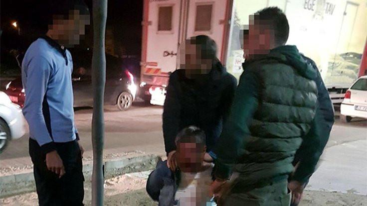 2 yaşındaki çocuğuna göz kırpan kişiyi dövdü