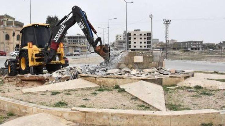 Newroz anıtı yıkıldı: Saat kulesi yapılacak!