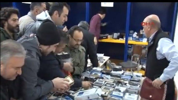 PTT'de 10 liralık akıllı telefon izdihamı