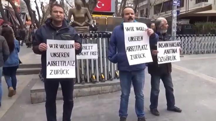 İnsan Hakları Anıtı önünde Almanca eylem