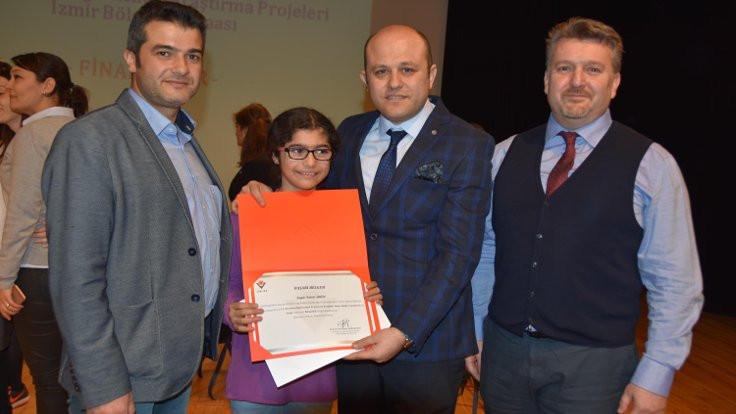Serviste unutulan Alperen'in ablası ödül kazandı