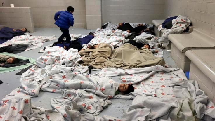 Gözaltındaki köle işçiler: Göçmenler