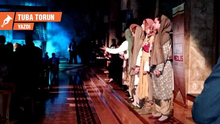 'Sadakat yükümlülüğü' ve kadınlar sahnede!