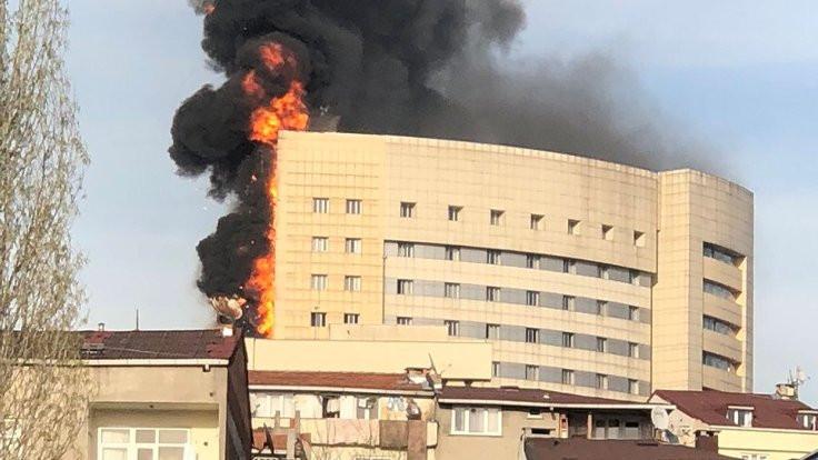 Yangına müdahale eden itfaiyeciler dumandan etkilendi