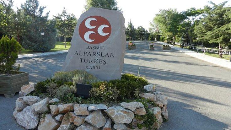 İYİ Partililere Türkeş'in mezarı yasak!