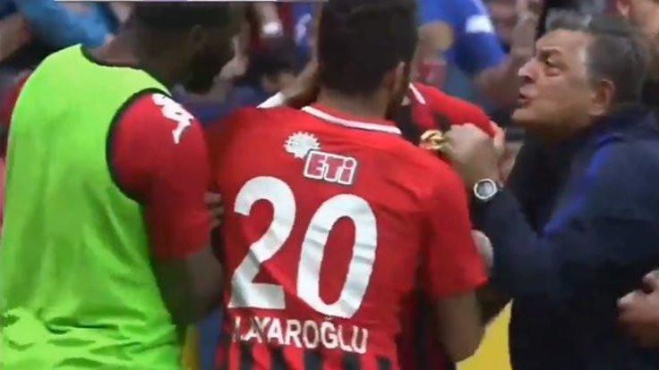 Oyuncusunun boğazına sarıldı!