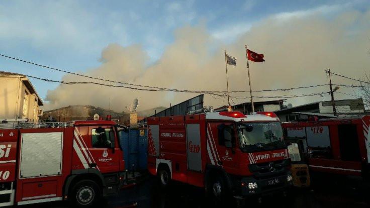 Eyüp Sultan'da fabrika yandı