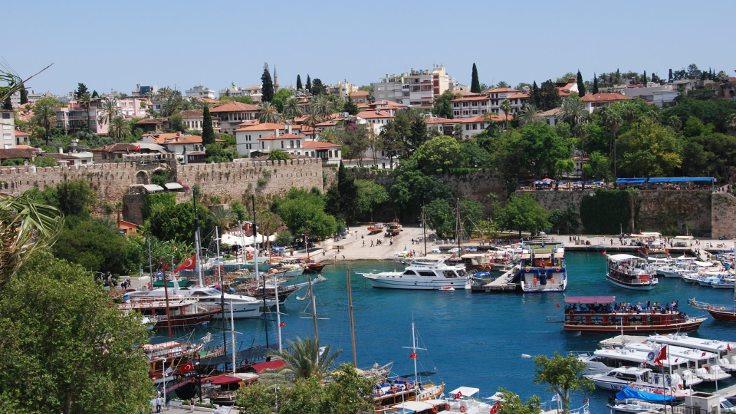 Antalya'da nüfusun yarısı kadar araç var!