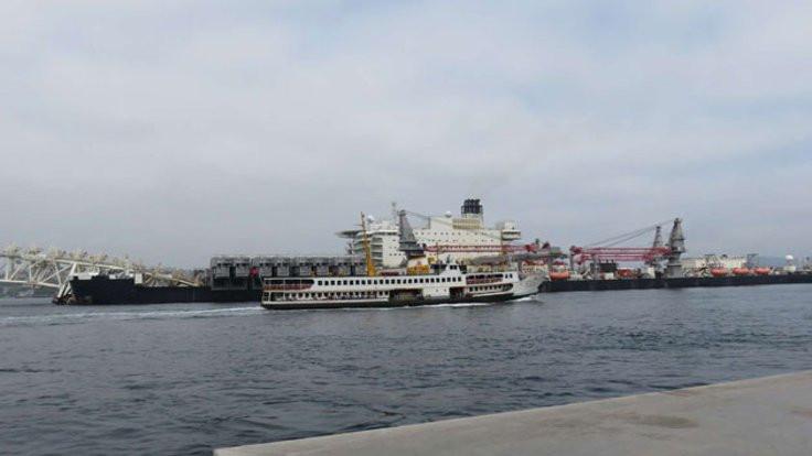 Dev gemi Boğaz'dan geçiyor