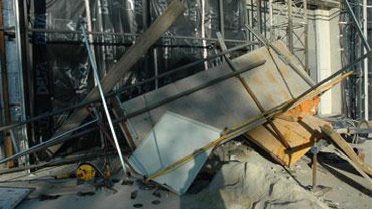 İskeleden düşen 5 işçi yaralandı