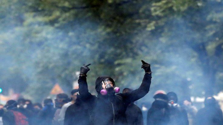 Fransa'da 'Kara Blok' yürüdü: Yüzlerce gözaltı