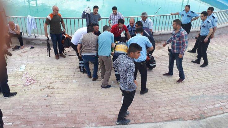 Karaman Belediye Başkanı, süs havuzunda boğulan çocuğu kurtardı