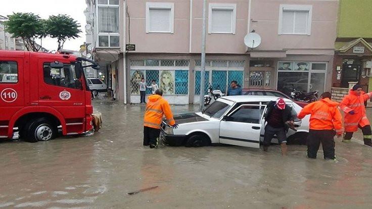 Karaman'da ev ve iş yerlerini su bastı