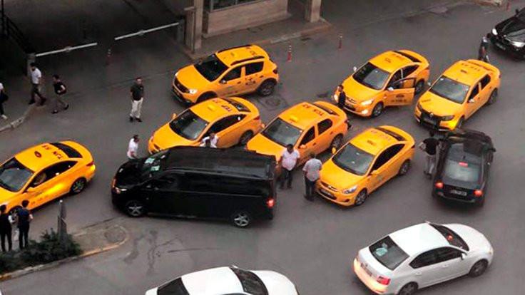 Uber aracına saldırı: 2 taksici gözaltında