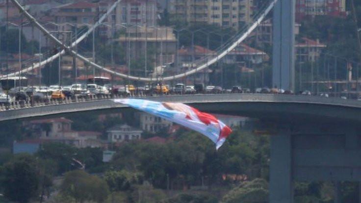 Köprüye Akşener posteri!