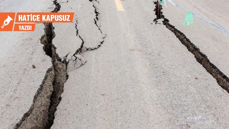 İtalyan köyündeki depremin resmi