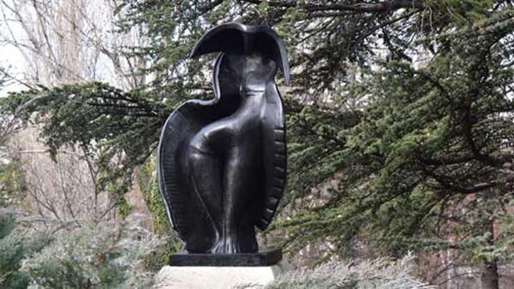 İlhan Koman heykeli için fotoğraf sergisi