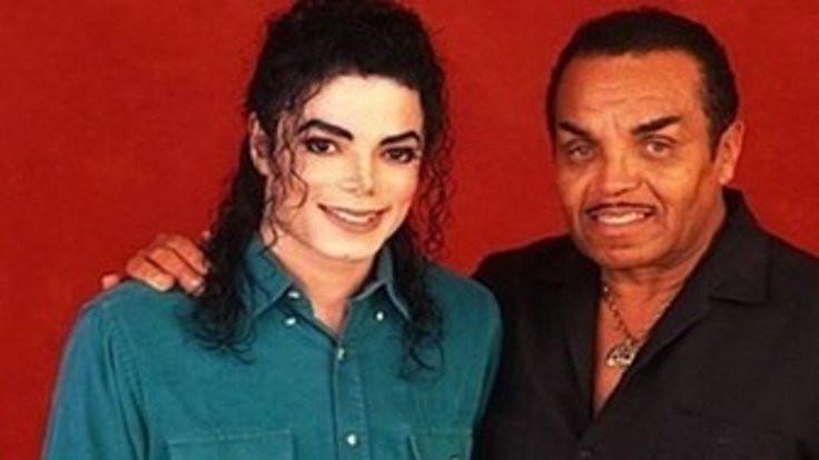 Jacksonların babası vefat etti