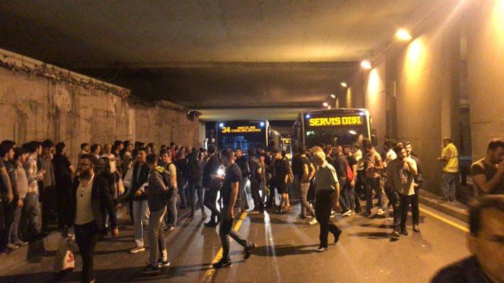 Zincirlikuyu'da metrobüs isyanı!