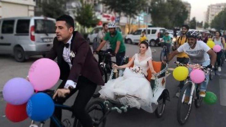 Gelin ve damattan bisikletli konvoy