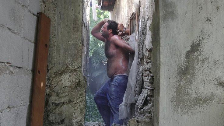Polis, duvarı delip yakaladı
