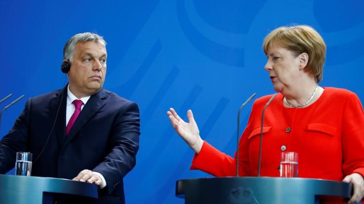 Merkel ve Orban arasında 'insanlık' tartışması