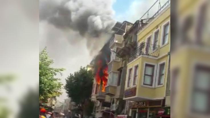 Fatih'teki yangın söndürüldü