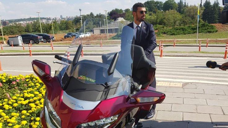 Motosikletçi vekil Meclis'te tur attı!
