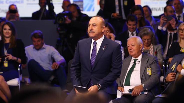 Çavuşoğlu: Türkiye NATO'dan uzaklaşmıyor