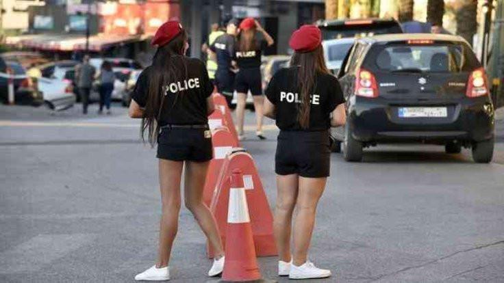 Mini şortlu polisler tartışma yarattı