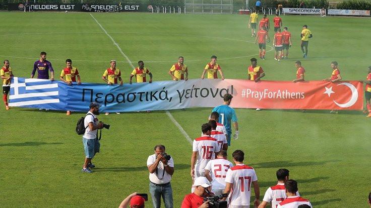 Göztepe'den Yunanistan'a dayanışma pankartı