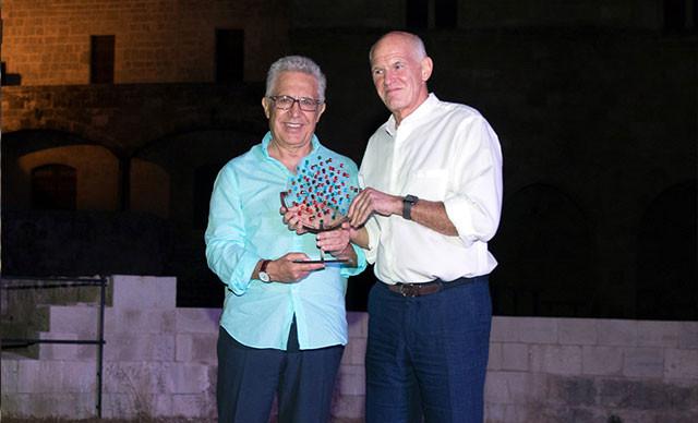 Livaneli'ye 'Barış Ödülü'