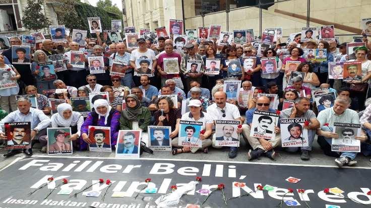 Cumartesi Anneleri 700. haftada Galatasaray'a çağırıyor: #BeniBulAnne
