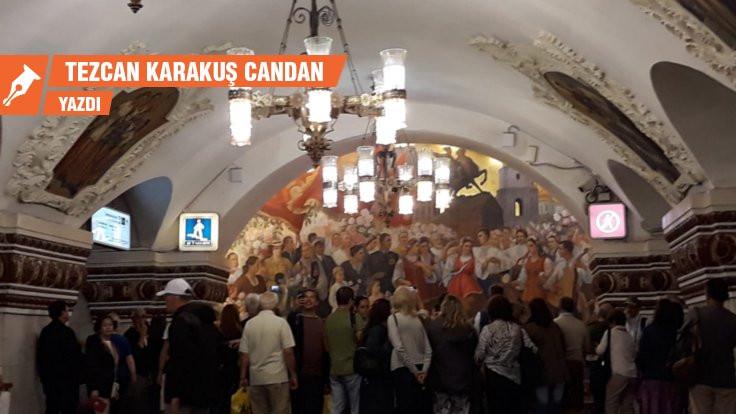 'Halkın sarayları' Moskova metrosu