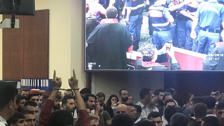 ÇHD'li avukatlara duruşmada kelepçe takıldı!