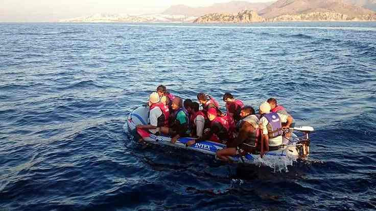 Alabora olan botta 5 mülteci öldü
