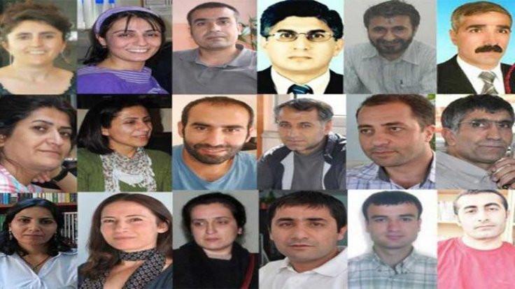 'Gazetecilerin pasaportları iade'
