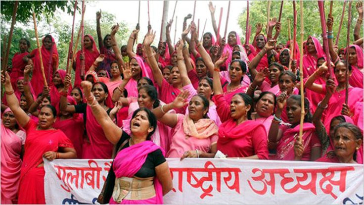 Gulabi Gang 'Pembe Çete': Hindistan'da kadınlar öz savunmada