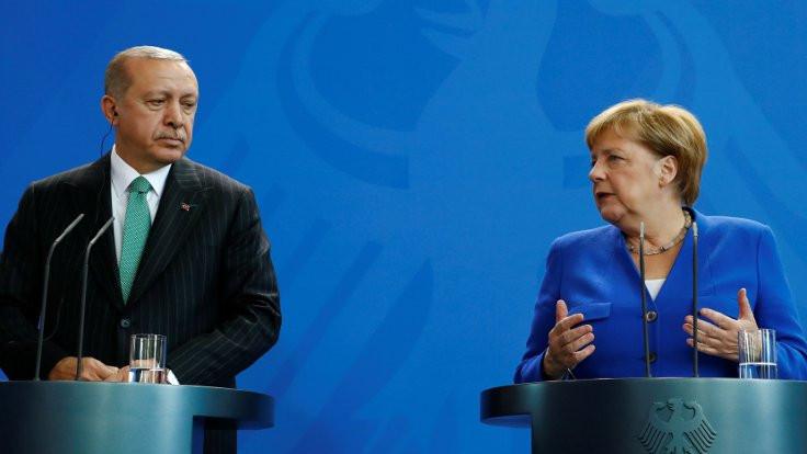 Merkel'den Türkiye'ye basın özgürlüğü ve hukuk eleştirisi