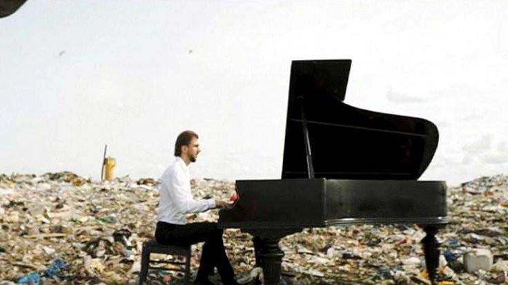 Çevre için çöpte piyano resitali