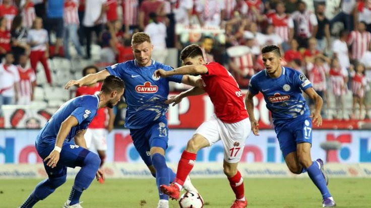 Antalyaspor, galibiyeti uzatmalarda kazandı