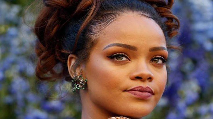 Rihanna: Okuyabildiğim için şanslıymışım