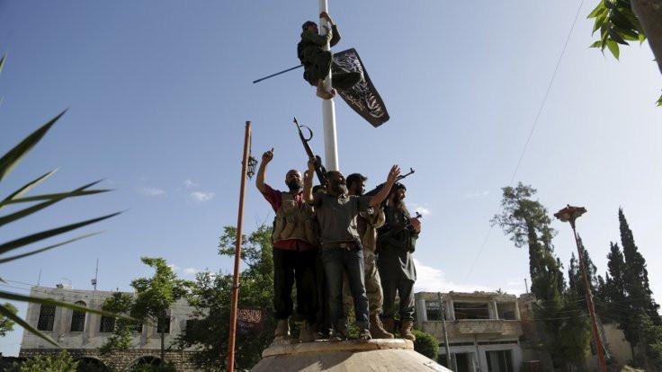 El Nusra'nın İdlib paniği