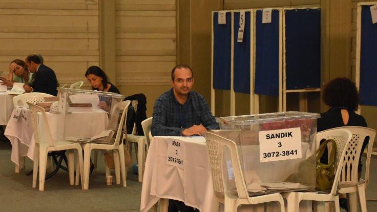 İzmir Barosu için avukatlar sandık başında